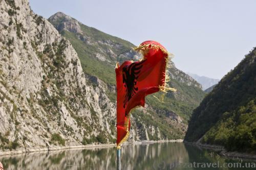 Озеро Комани