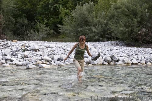 Чтобы срезать путь, пришлось пройти через реку