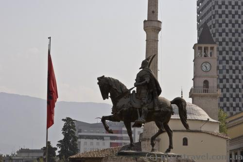 Статуя Скандербега