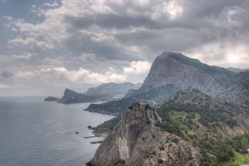 Вид на гору Сокол и мыс Капчик с Генуэзской крепости