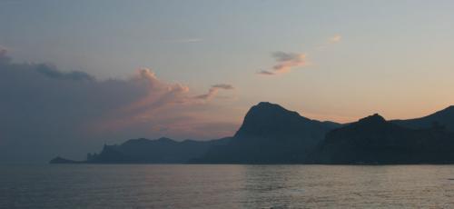 Вид на гору Сокол и мыс Капчик из Судака