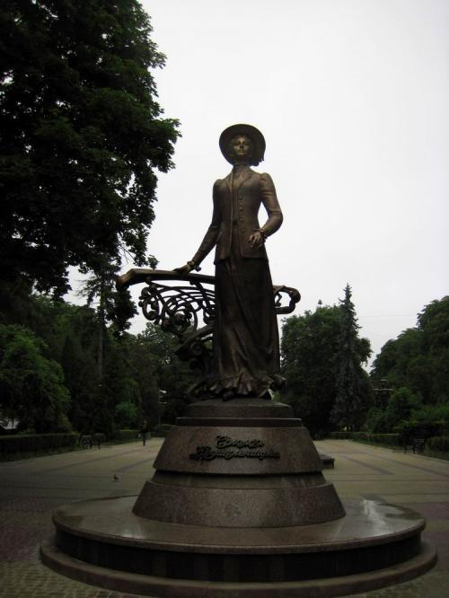 New monument to the opera singer, Solomiya Krushelnytska