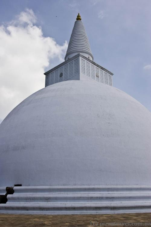 Ruanveli Dagoba in Anuradhapura
