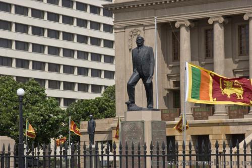 Памятники борцам за независимость