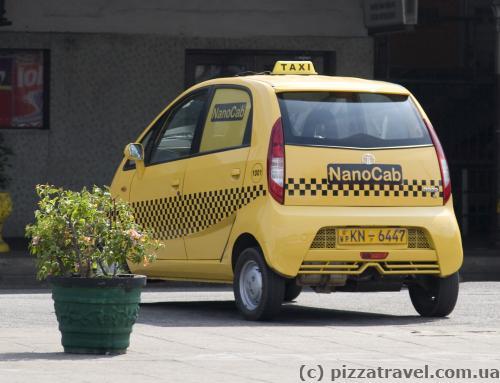 Такси-автомобили мы видели только в Коломбо.