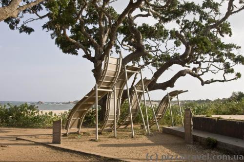 Мемориал на месте удара цунами