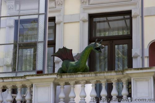 Оригинальное украшение балкона