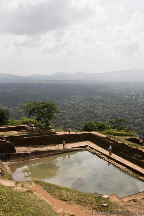 Воду собирали в цистернах на вершине скалы