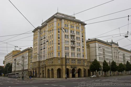 Buildings on the Ernst-Reuter-Allee