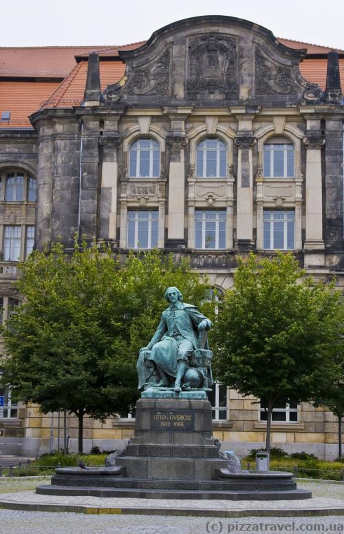 Monument to Otto von Guericke