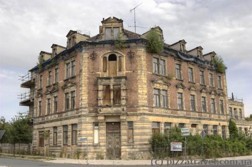 Довольно редко в туристическом городе Германии можно увидеть заброшенный дом.