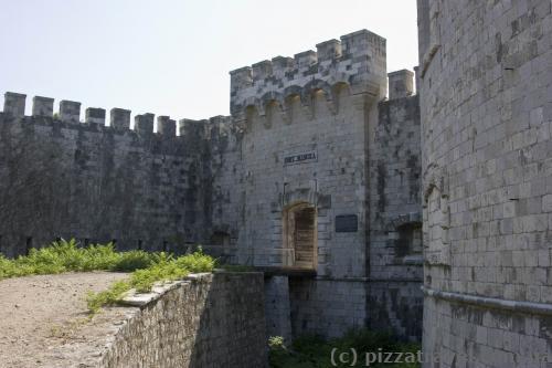 Вход в форт Мамула