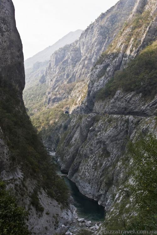 Каньйон Морача