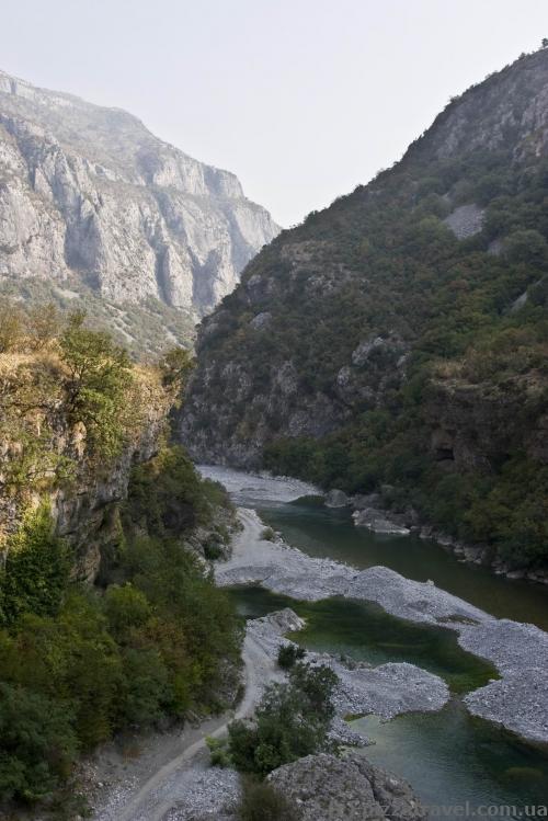 Beginning of the Moraca Canyon