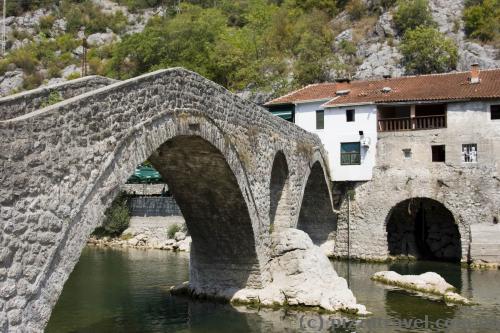 Мост в поселке Риека Црноевича