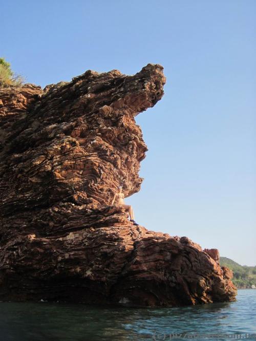 Необычная скала