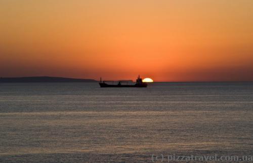 Схід сонця в Ларнаці