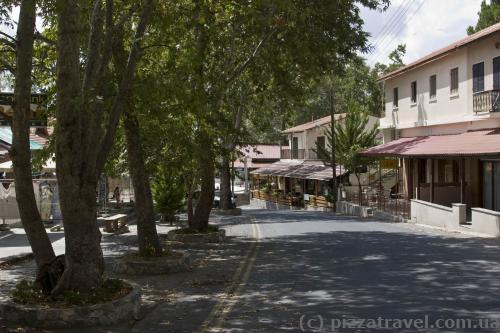 У центрі містечка Пано Платрес
