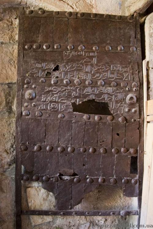 Знамениті ворота Гелатського монастиря
