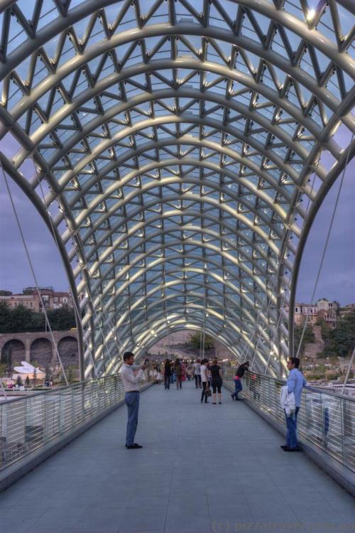 На мосту Мира