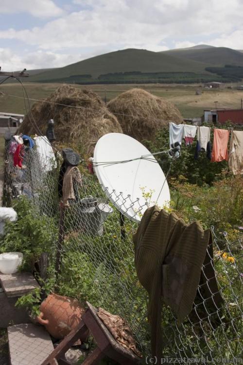 Спутниковая тарелка в глухом-преглухом грузинском селе