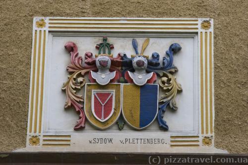 Герб во дворце Вестхузен