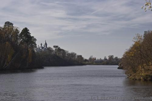 View of the Teteriv river and Trygirskyi Monastery