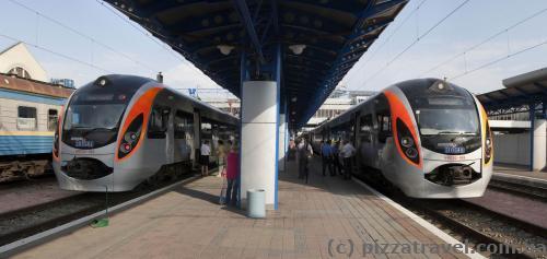 Поезда Hyundai Rotem готовы к отправлению