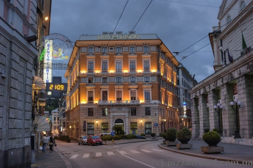 Дом около площади Феррари в Генуе