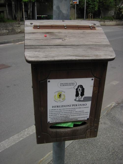 Ящик для собачьих отходов :)
