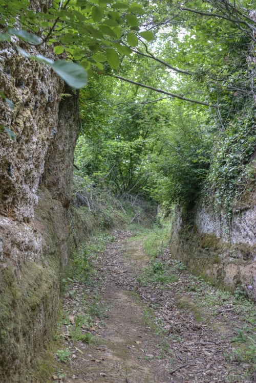 Etruscan tunnels