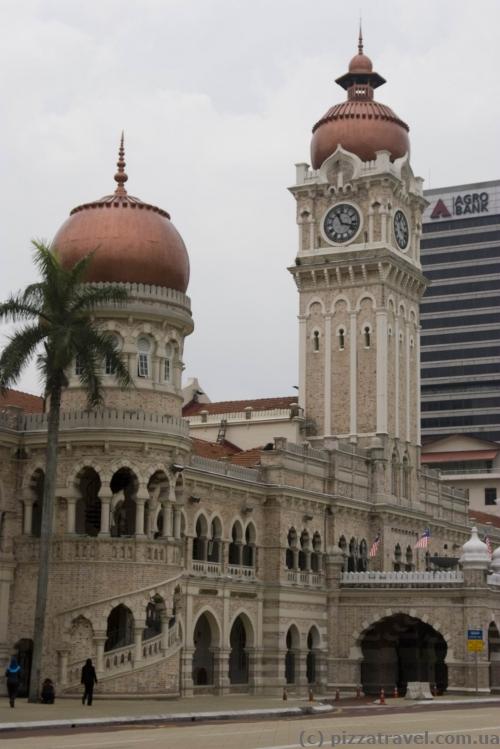 Здание султана Абдул-Самада на площади Мердека в Куала-Лумпур