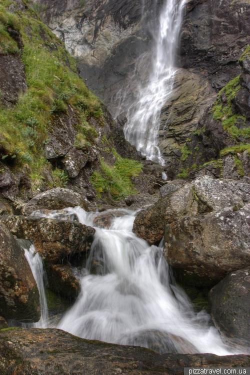 Kvinnafossen Waterfall