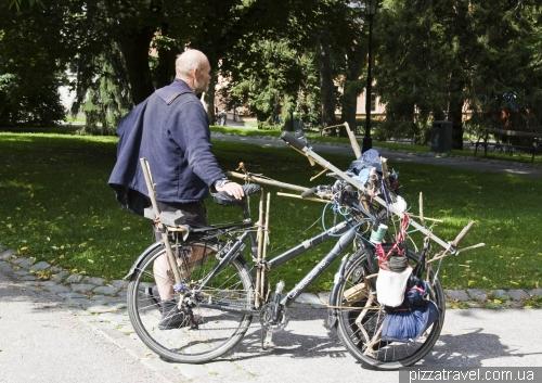 Шикарный велосипед у бомжа в Уппсале