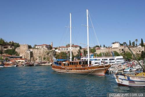Анталия, гавань в старом городе