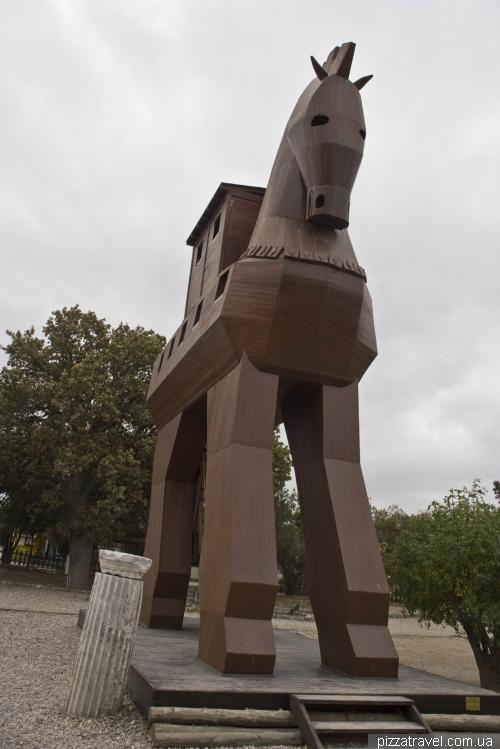 Макет Троянского коня в Трое
