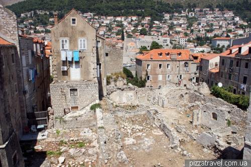 Дома в Дубровнике, разрушенные во время войны в 1991 году