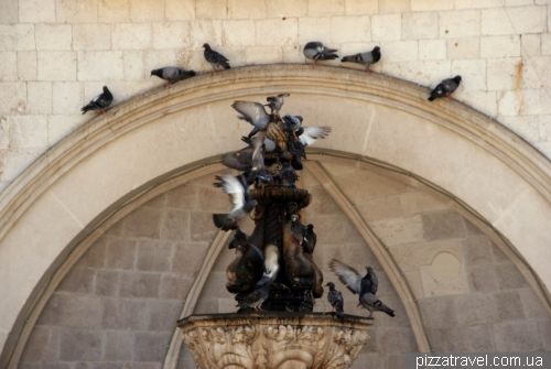 Малый фонтан Онофрио в Дубровнике