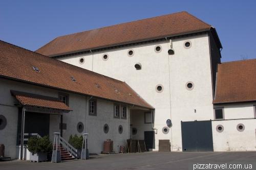Шнапсоварня возле замка Харденберг
