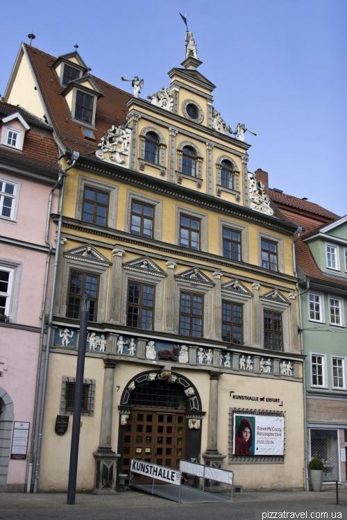 Дом «У красного быка» (1562)