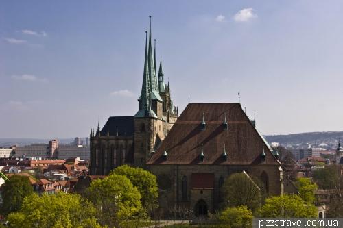 Вид на собори з фортеці Петерсберг