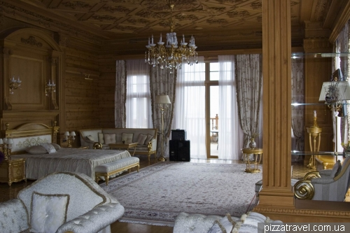 Bedroom of Yanukovych's mistress