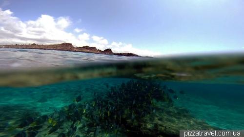 Snorkeling around the Chinese Hat island