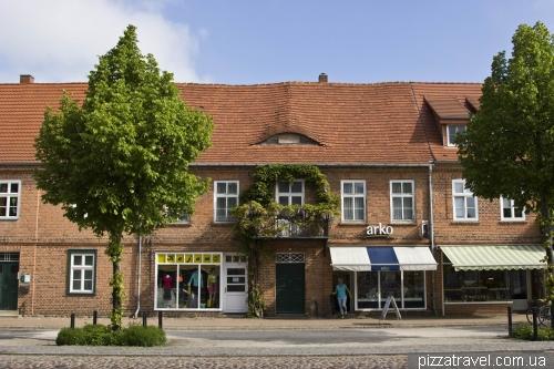 Дворцовая улица в Людвигслюсте (Schlossstrasse)