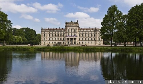 Дворец и парк в Людвигслюсте