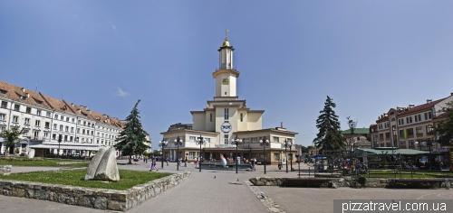 Площадь рынок в Ивано-Франковске