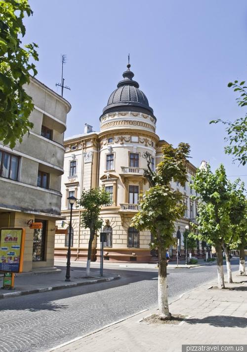 Музей Гуцульщины, бывшая школа-интернат