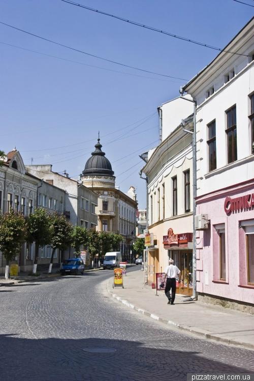 Улица Театральная в Коломые