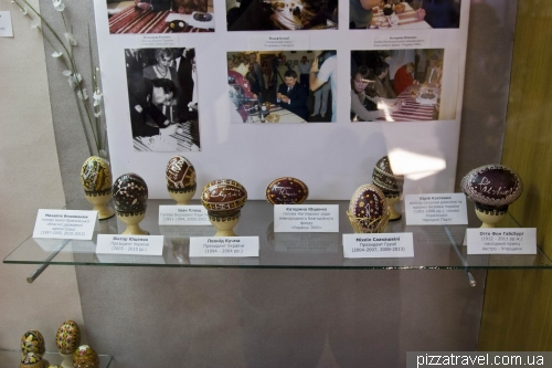 Eggs, signed by different famous people