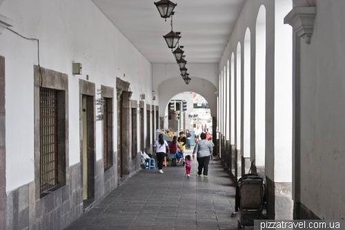 Arcade in the center of Quito